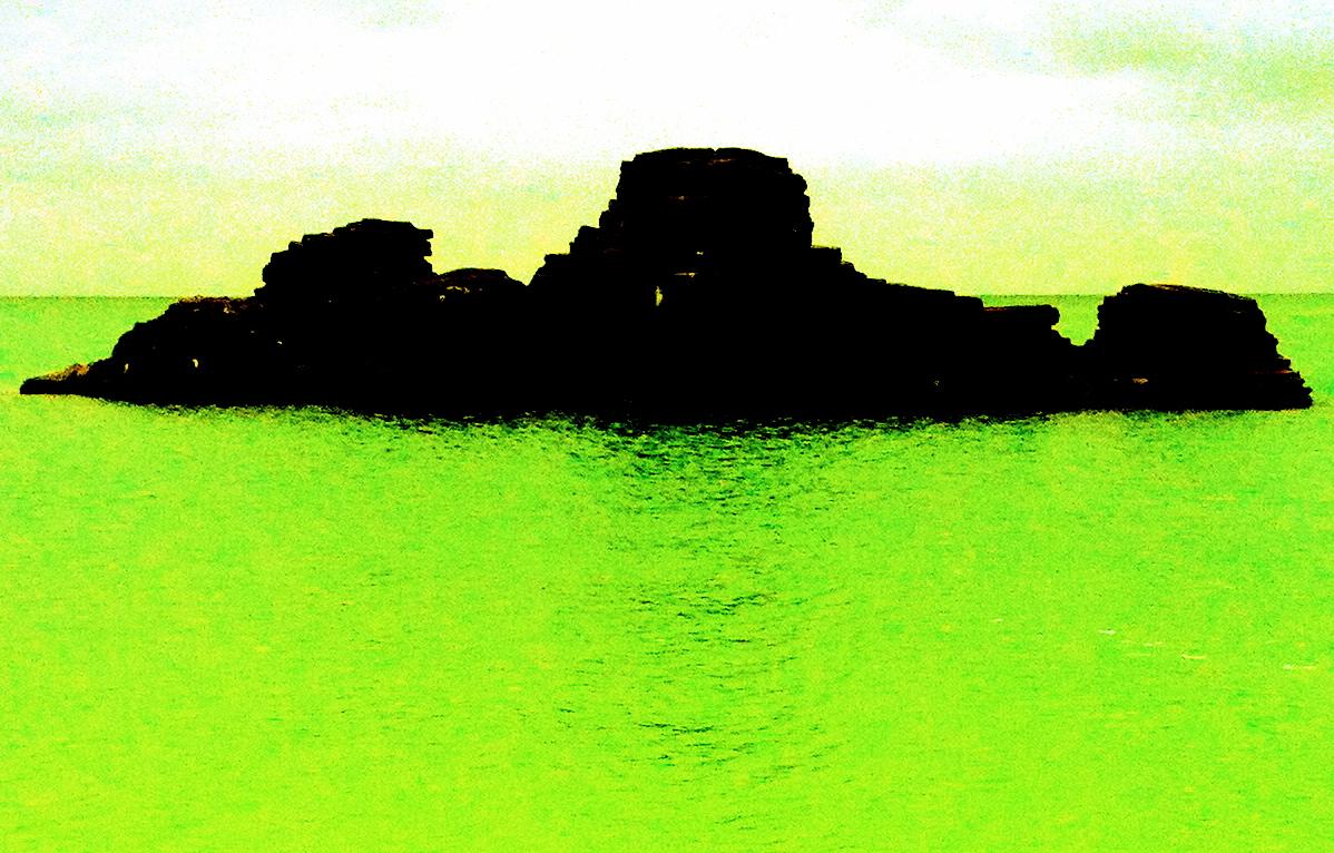 緑の海と暗い島