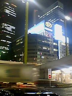 あたたかな陽を感じられないモドカシサFrom新宿西口路上バーAt平日終電前。